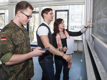 auslandseinsatz inklusive studieren bei der bundeswehr. Black Bedroom Furniture Sets. Home Design Ideas